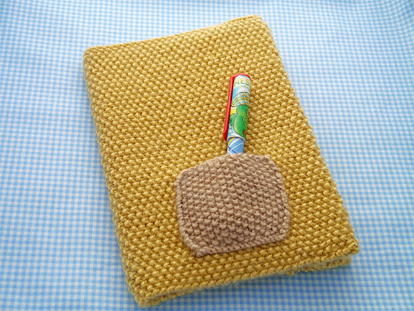 How-to-knit-a-book-cover-Mollie-Makes-free-knitting-patterns