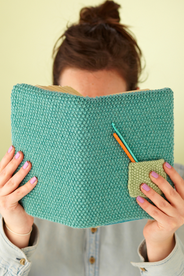 Mollie-Makes-knitted-book-cover-pattern-Free-knitting-patterns