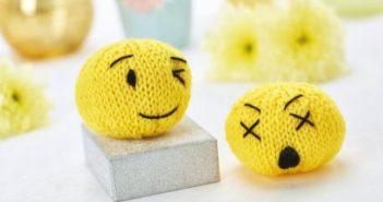 knitting emoji smile