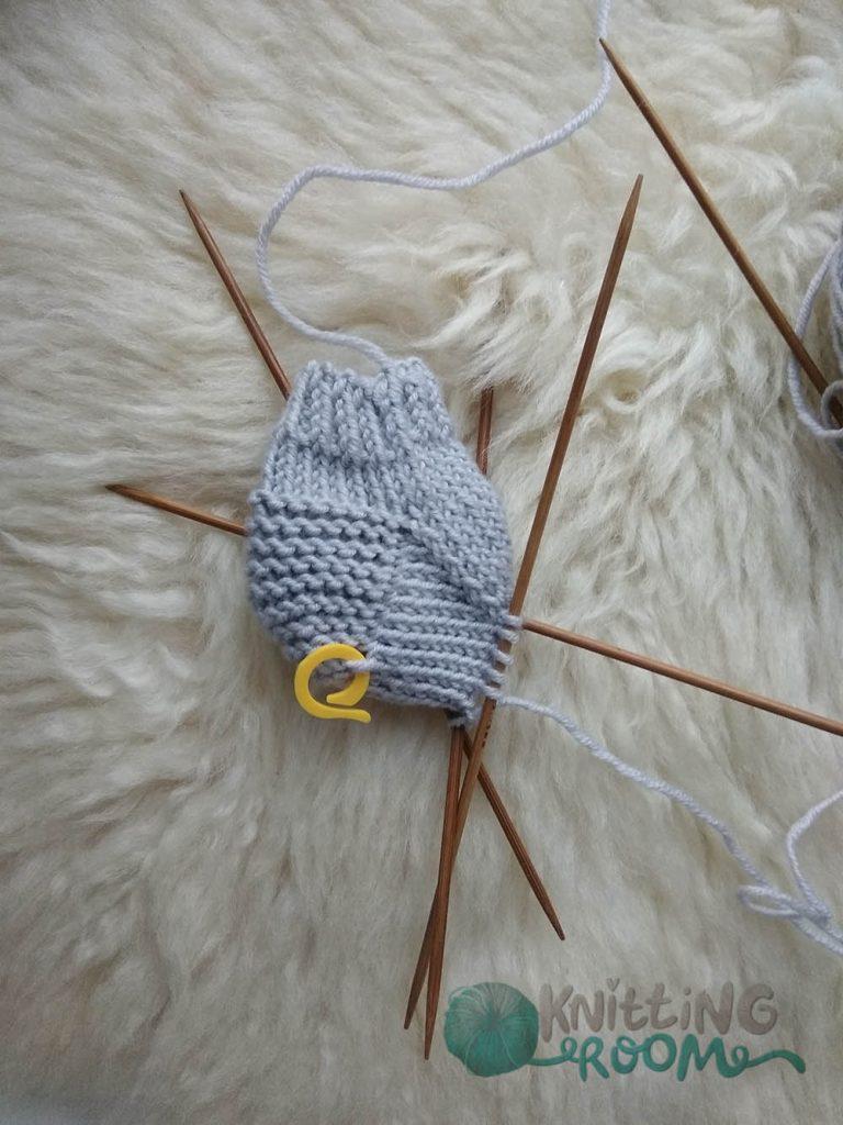 как связать носки малышу