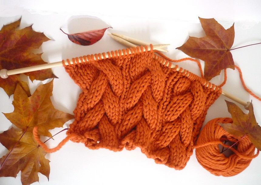 Оранжевый шарф косами