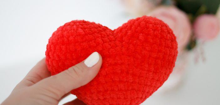 Сердце из плюшевой пряжи